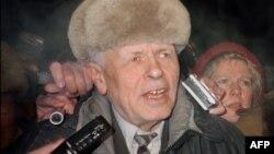23 декември 1986 г. Андрей Сахаров се връща в Москва след 6-годишно заточение в Горки