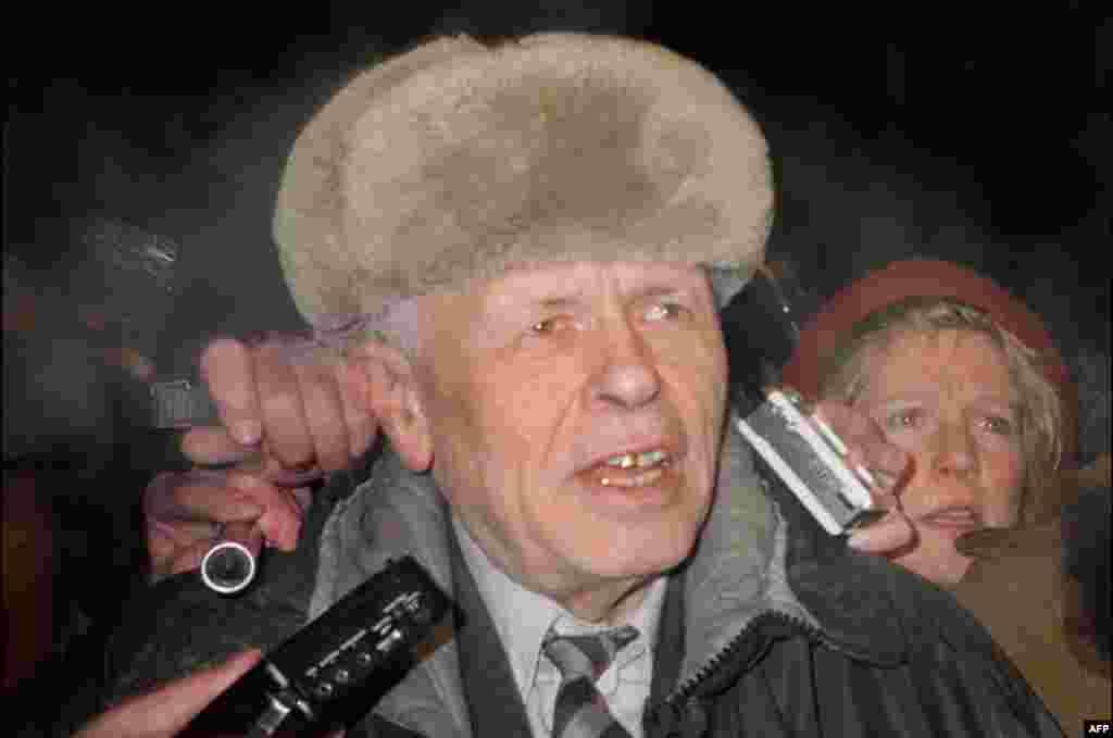 23 декабря 1986 г. академик Андрей Сахаров вернулся из семилетней ссылки в Москву.