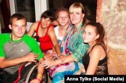 Анна Тилко з дітьми українських військових. Київ, 2015 року