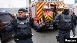 نیروهای امنیتی در فرودگاه ارولی