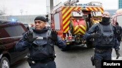 Франција - безбедносни служби на аеродромот Орли во Париз, откако се случи нападот. 18.03.2017