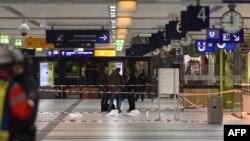 Stacioni i trenit në Dusseldorf, ku një 36-vjeçar nga Kosova sulmoi me sëpat5 9 persona