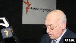 Эксперта удивляет то, что примерно пару месяцев назад Иванишвили говорил о том, что будет добиваться максимальных возможностей для будущего президента