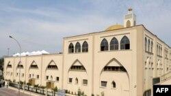 Мечеть на окраине Парижа.