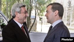 Russia -- President Dmitry Medvedev meets with his Armenian counterpart Serzh Sarkisian near Moscow.