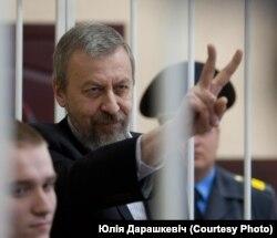Оппозиционный политик Андрей Санников во время суда над ним. Декабрь 2011 года.