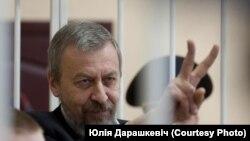 Осужденный бывший кандидат в президенты Беларуси Андрей Санников.