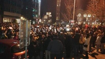 """Građani uzvikuju """"Pravda za Davida"""" ispred Gradske uprave i Banskog dvora, Banjaluka"""
