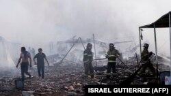 Pamje pas eksplodimit të djeshëm në një treg të fishekzjarreve në Meksikë