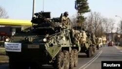 Un convoi de trupe americane în drum spre baza militară de la Orzysz în nord-estul Poloniei