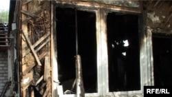 Здание сгоревшего корпуса наркодиспансера. Талдыкорган, 13 сентября 2009 года.
