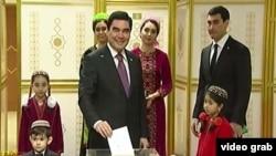 Президент Туркменистана Гурбангулы Бердымухамедов с семьей