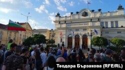 Протест пред Народното събрание срещу промените в Закона за черноморското крайбрежие