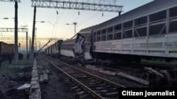 Столкновение двух поездов в Хавасе, 20 марта 2016 года. Фото мобильного репортера «Озодлик».