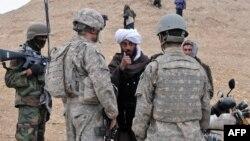 ارشیف، له یوه امریکايي سرتیري سره افغان ژباړونکی