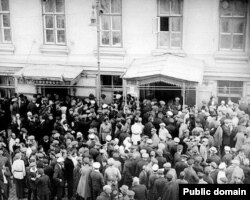 Вид улицы Большая Дмитровка у Дома Союзов во время слушания Шахтинского дела