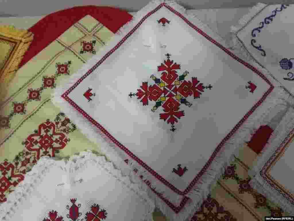 Чувашская вышивка отличается многообразием орнаментальных мотивов и техник исполнения.