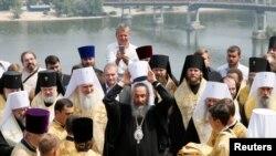 Керівництво Української православної церкви (Московського патріархату) перед молебнем у Києві на Володимирській гірці. 27 липня 2016 року
