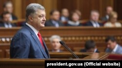 Ukrainian President Petro Poroshenko delivers his annual message in the Ukrainian parliament on September 20.