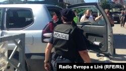 Kosovo - Mitrovica: Police use tear gas against protesters