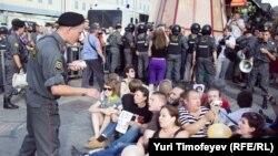 Сидячая забастовка на Триумфальной площади в Москве, 31 июля 2011