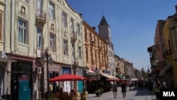 Широк Сокак во центарот на Битола.