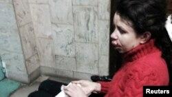 Подвергшаяся избиению журналистка Татьяна Чорновил сидит в инвалидной коляске. Киев, 25 декабря 2013 года.