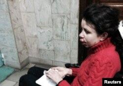 Журналистка Татьяна Чорновил сидит в инвалидном кресле в больнице. Киев, 25 декабря 2013 года.