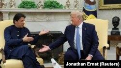 رهبران ایالات متحدۀ امریکا و پاکستان حین مباحثه در قصر سفید