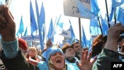 Під час мітингу Партії регіонів на майдані Незалежності в Києві 3 квітня 2009 року