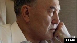 Обложка книги Джонатана Айткена «Назарбаев и сотворение Казахстана: от коммунизма к капитализму».