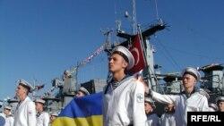 Під час урочистої церемонії передачі командування Блексіфором. 6 серпня 2008 рік.