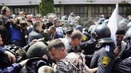 Neredi na demonstracijama u Sarajevu u aprilu 2010. godine