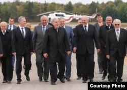 Міхаіл Гуцэрыеў (у цэнтры) і Аляксандар Лукашэнка