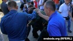 Забирали людей с минских улиц 22 июня и некие люди в гражданском