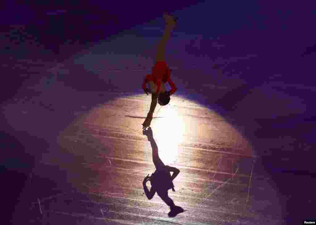 Russia's Yulia Lipnitskaya performs during the figure skating gala exhibition. (Reuters/David Gray).