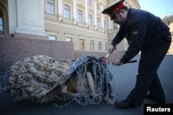 "Акция Петра Павленского ""Туша"""