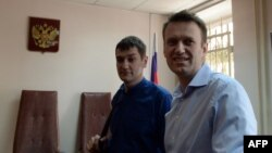 Олег ва Алексей Навалнийҳо дар додгоҳи соли 2014