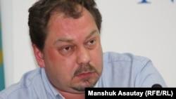 Михаил Сизов, исполняющий обязанности председателя координационного комитета оппозиционной партии «Алга». Алматы, 21 мая 2012 года.