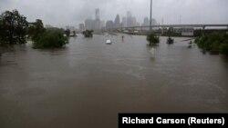 Тропската бура Харви проследена со изобилни дождови предивика големи поплави во Тексас.