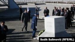 Александар Вучич вшанував пам'ять жертв подій 1995 року в Сребрениці, 11 листопада 2015 року
