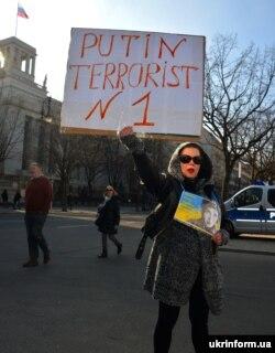 Участница акции в поддержку Савченко в Германии