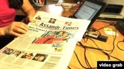 """Биыл жабылған оппозициялық басылымның енді бірі - """"Ассанди-Таймс"""" газеті. Алматы, 2 сәуір 2014 жыл."""