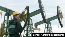 Від листопада минулого по травень нинішнього року російські нафтові компанії завдяки санкціям проти двох країн отримали додаткові доходи сумою не менше ніж 905 мільйонів доларів, підрахував Bloomberg