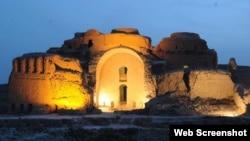 کاخ اردشیر پاپکان؛ ساختمان بزرگ بازمانده «اردشیر خورّه» در فیروزآباد