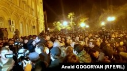Градус общественной напряженности 3-5 января резко взлетел вверх до призывов к митингующим не расходиться, пока президент не уйдет в отставку