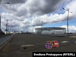 """Стадион """"Нижний Новгород"""" и микрорайон """"Седьмое небо"""" на заднем плане"""