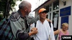 Ініціатор Врадіївської ходи Василь Любарець (праворуч)