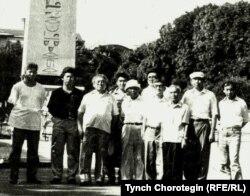 Кыргыз илимпоздору Стамбулда (М.Кожобеков - солдо биринчи). 1994-жылдын аяк оона айы.
