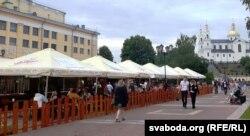 Шпацыры па горадзе або бяседы ў кавярнях — асноўны від адпачынку на «Славянскім базары»